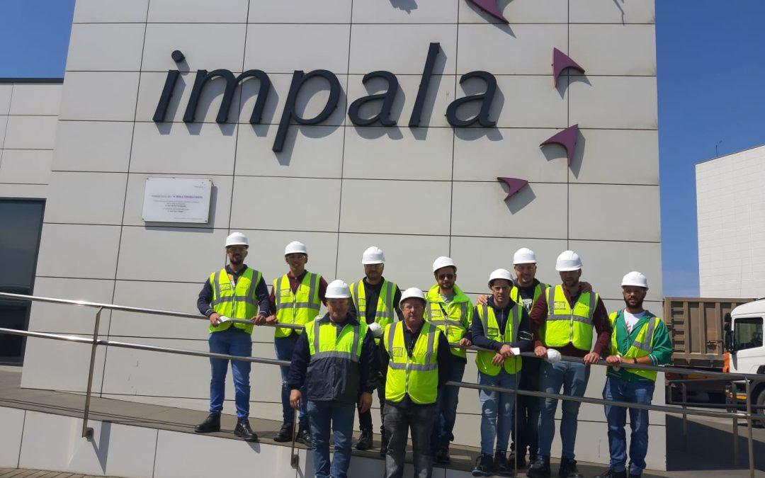 Alumnos de Mecatrónica visitan las instalaciones de Impala en el puerto de Huelva.